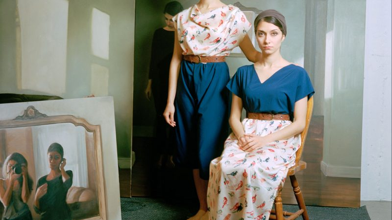 イランの双子アーティスト:「もう1人の自分と活動しているみたい」 · Global Voices 日本語