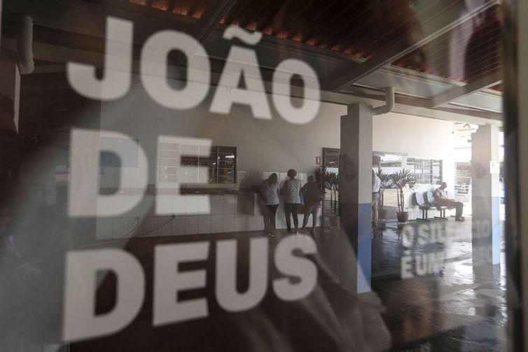 Mais de 500 mulheres acusam famoso médium brasileiro de abuso sexual