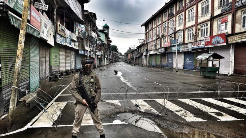An Indian paramilitary soldier stands alert in Srinagar after administration imposed curfew in parts of Kashmir valley. Image published on May 25, 2019. Via Instagram account of Ieshan Wani. Used with permission.