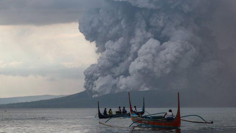 Les habitants fuient les cendres et la fumée du plus petit volcan actif des Philippines · Global Voices en Français