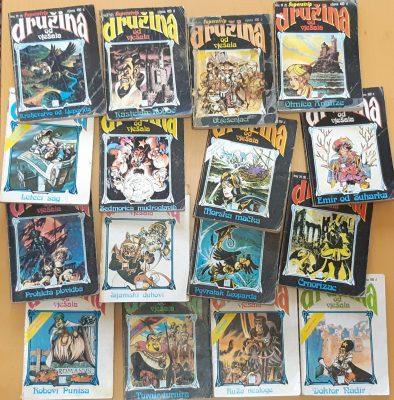 Seize couvertures de la série de BD La Compagnie de la fourche.