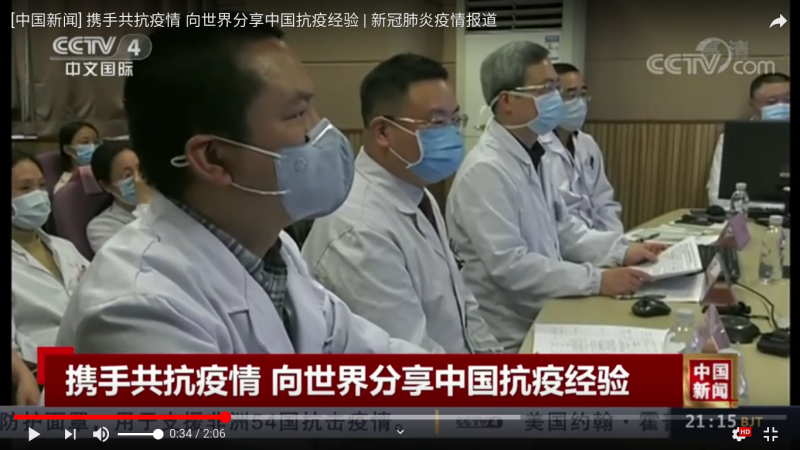 Un groupe de médecins chinois parlent du coronavirus à la CCTV