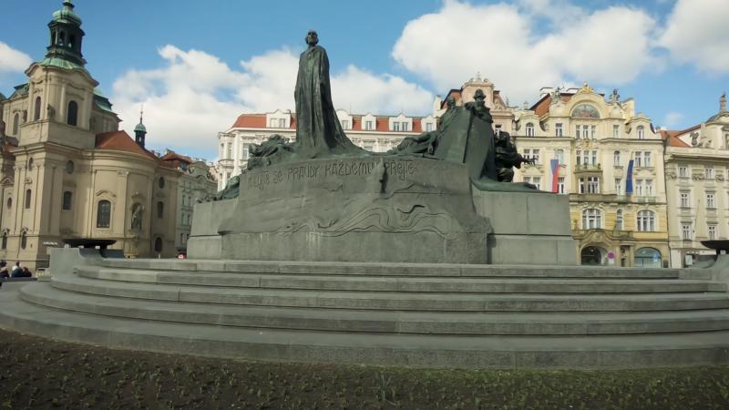 Statue de Jan Hus sur la place de la Vieille Ville à Prague