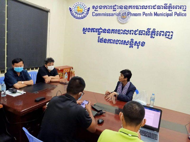 Le journaliste cambodgien Sovann Rithy interrogé à la police municipale devant 4 personnes.