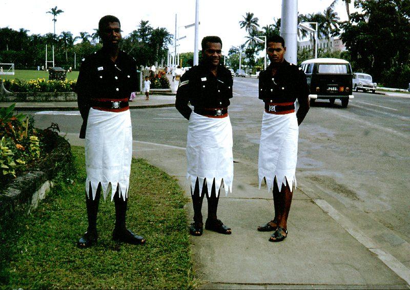 """<img src=""""police fidjienne.jpg"""" alt=""""police fidjienne dans la capitale de Suva."""" />"""
