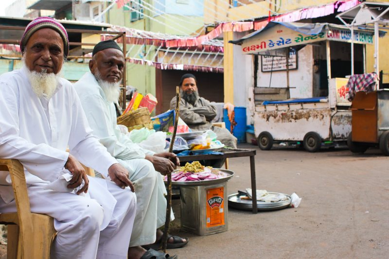 Muslim men in the streets of Lal Darwaja, in Ahmedabad, India. Image via Flickr by Juliana Cunha. CC BY-NC 2.0