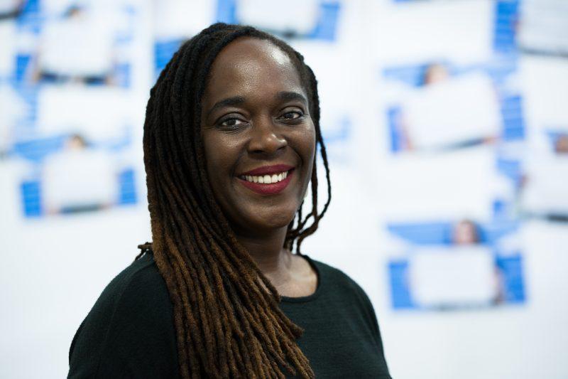 Portrait de Lesley-Ann Noel, professeure et spécialiste de la démarche design