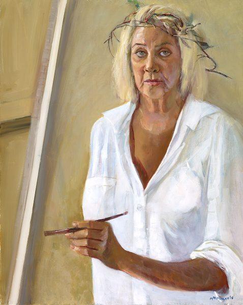 Autoportrait de l'artiste jamaïcaine Judy Ann MacMillan, un pinceau à la main, une couronne d'épines sur la tête.