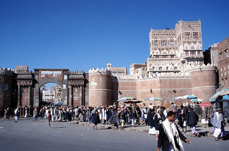"The Gate of Yemen in the capital Sana'a. Photo by <a href=""https://fr.m.wikipedia.org/wiki/Fichier:Bab_Al_Yemen_Sanaa_Yemen.jpg"">Jialiang Gao</a>, licensed under <a href=""https://creativecommons.org/licenses/by-sa/2.5/deed.fr"">CC BY BY-SA 2.5</a>"