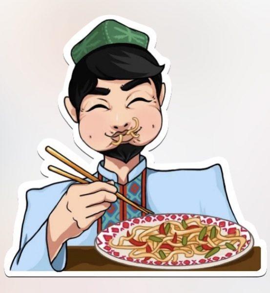 L'homme semble se délecter du plat, qu'il mange avec des baguettes. ll a la bouche pleine et le visage détendu.