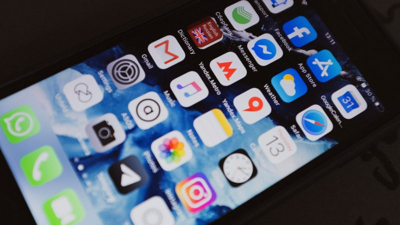 Le menu d'applications d'un téléphone portable.