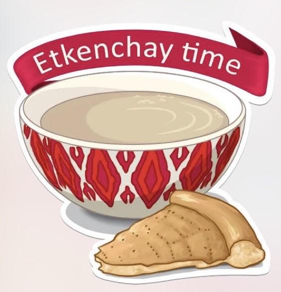"""Au-dessus du bol de thé, une bannière rouge proclame : """"Etkenchay time""""."""