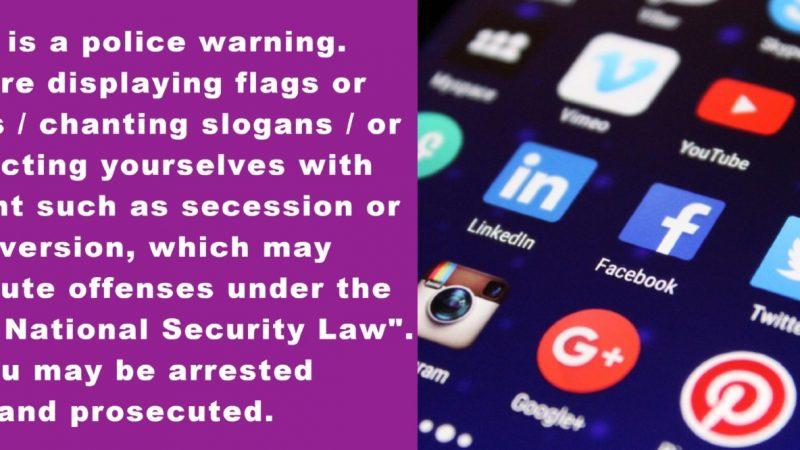 A gauche, un texte en anglais en blanc sur fond violet. A droite, un écran de téléphone montrant diverses applications comme Facebook et YouTube..
