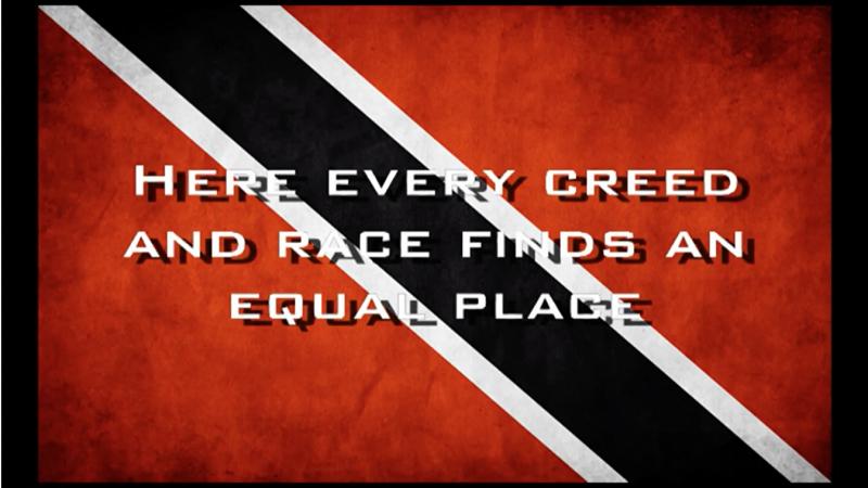 """La citation Toutes les croyances et toutes les races sont les bienvenues ici"""" superposée au drapeau de Tritiné-et-Tobago."""
