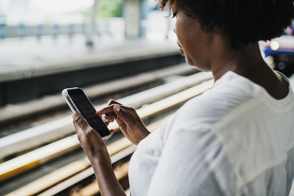 Mais le harcèlement et la violence sexistes en ligne créent un environnement dangereux pour les femmes activistes et féministes