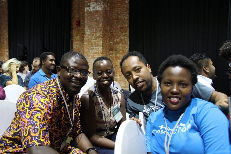 Quatre membres de l'équipe Afrique subsaharienne lors du sommet Global Voices à Colombo en 2017.