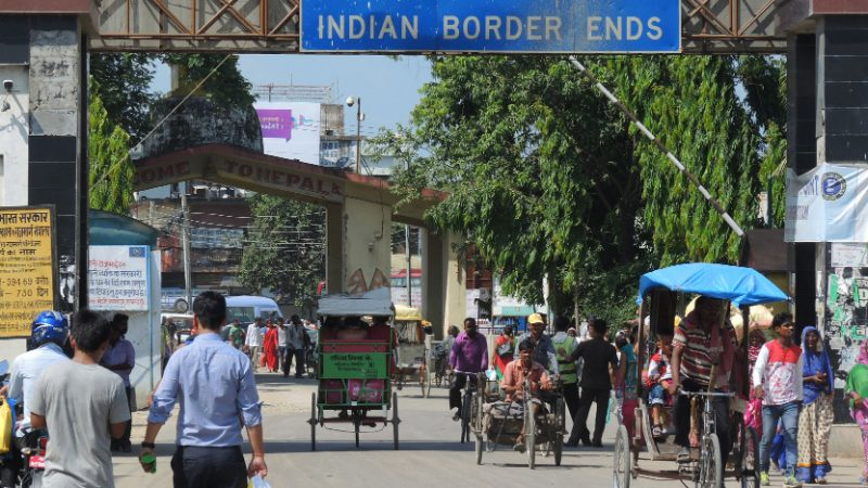 India-Nepal border at Sonauli. Image via Flickr by Axel Drainville. CC BY 2.0