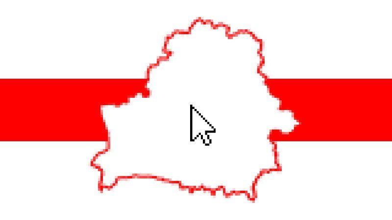 Un croquis du Bélarus aux contours rouges posé sur le drapeau de la République populaire biélorusse. Au milieu du croquis du Bélarus se trouve une souris d'ordinateur.