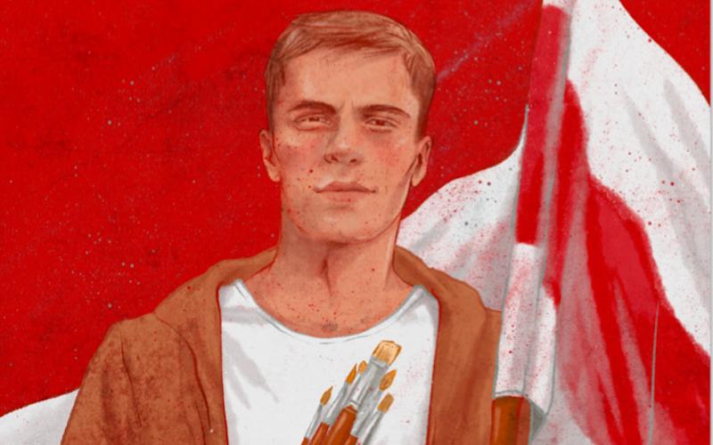 Roman Bondarenko peint devant le drapeau rouge-blanc-rouge et portant des pinceaux. C'est un jeune homme aux cheveux châtain clair, en t-shirt blanc.