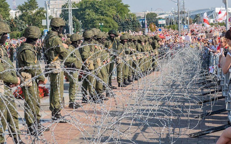 Manifestazione di protesta contro Lukashenko a Minsk, capitale della Bielorussia. Photo CC BY-SA 3.0: Homoatrox / Wikimedia Commons. Diritti riservati.