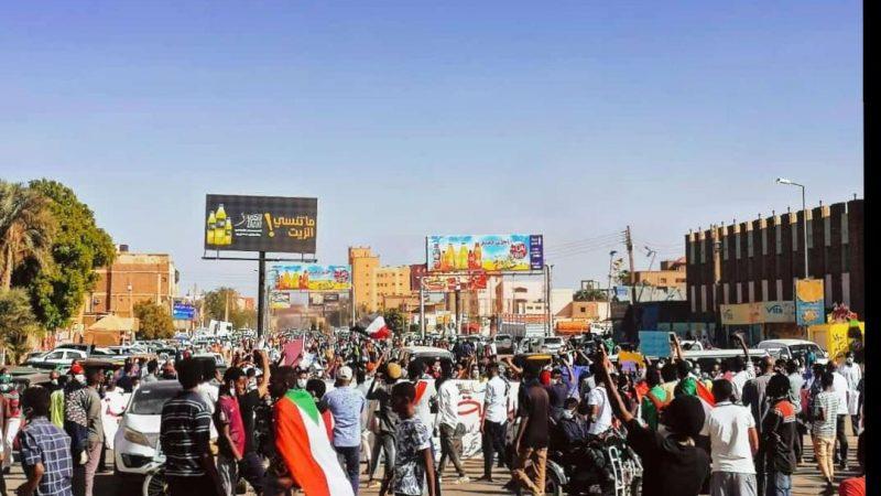 Cette année, les citoyens soudanais de Khartoum, la capitale, ont bravé la menace du coronavirus pour manifester
