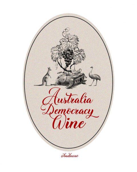 """L'étiquette porte l'inscription """"Vin de la démocratie australienne"""", et représente une autruche et un kangourou de part et d'autre d'une grappe de raisin."""