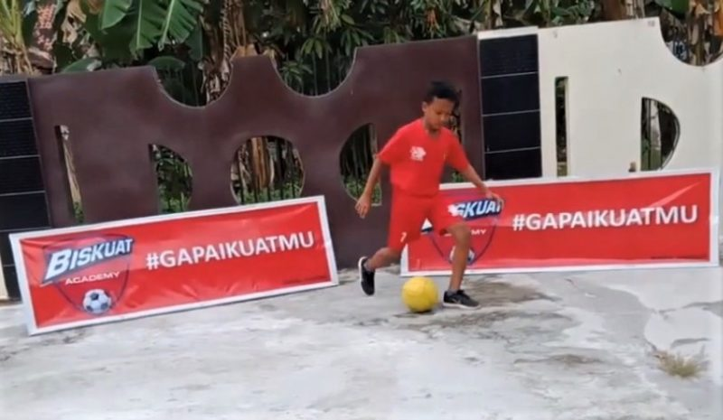 A sample of a video uploaded by participants in an online football coaching clinic. Source: Screenshot of YouTube video by papa na akha