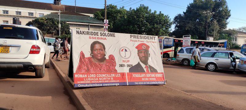 Affiche de la NUP (Plateforme de l'unité nationale), parti de Bobi Wine, le montrant aux côtés de l'une de ses coéquipières, Nakiridde Solome.