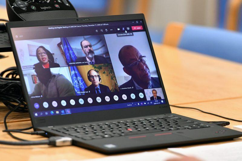 Capture d'écran de la réunion en ligne de la CARICOM, vue depuis un ordinateur portable.