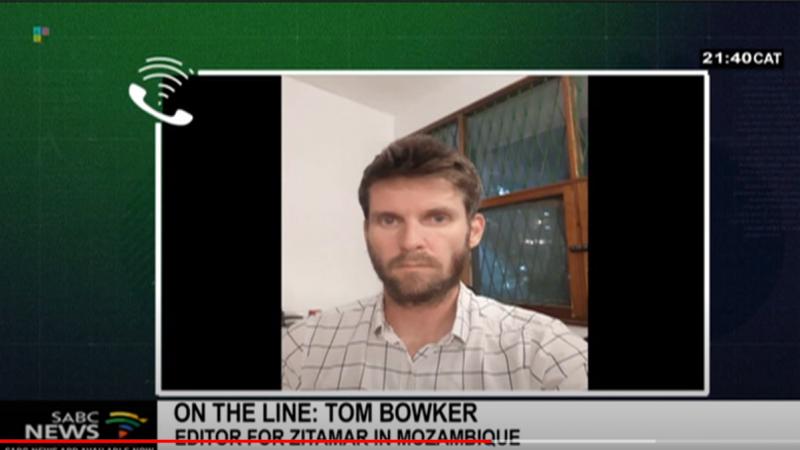 Том боукер говорит с SABC News в ЮАР в декабре 2020.