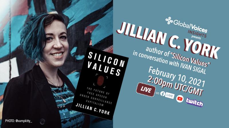 """L'auteure Jillian C York, souriante, en plan rapproché, avec la couverture de son livre """"Silicon Values""""."""
