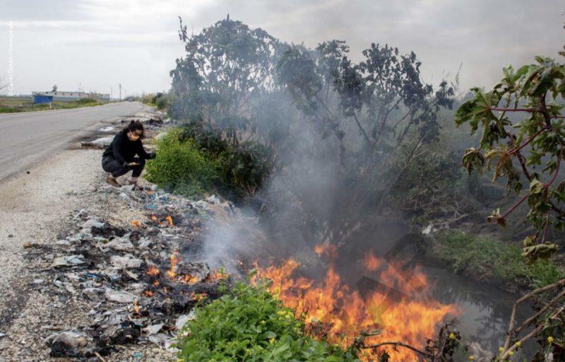 كومة نفايات محترقة في أضنة بتركيا. صورة من تقرير غرينبيس.
