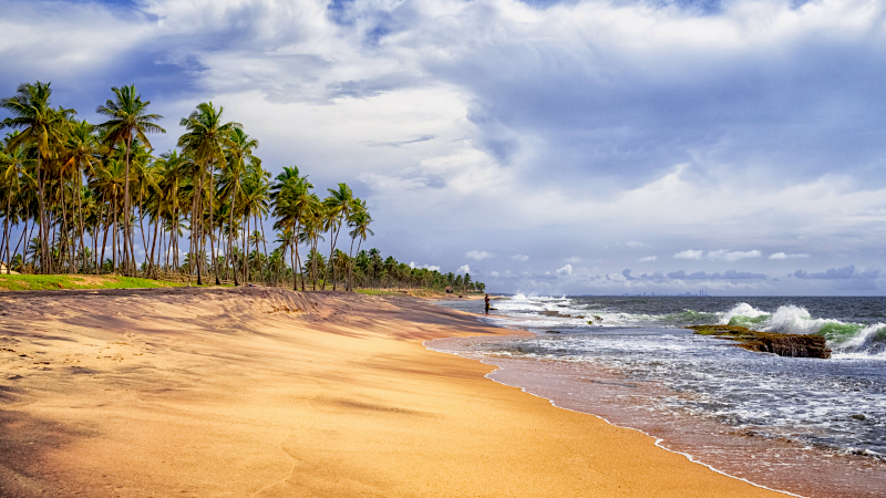 The pristine sandy beaches in Negombo, Sri Lanka are threatened by plastic and burnt debris from the sinkling container ship X-Press Pearl off the coasts of Sri Lanka. Image from Flickr by Amila Tennakoon (2011). CC BY 2.0.