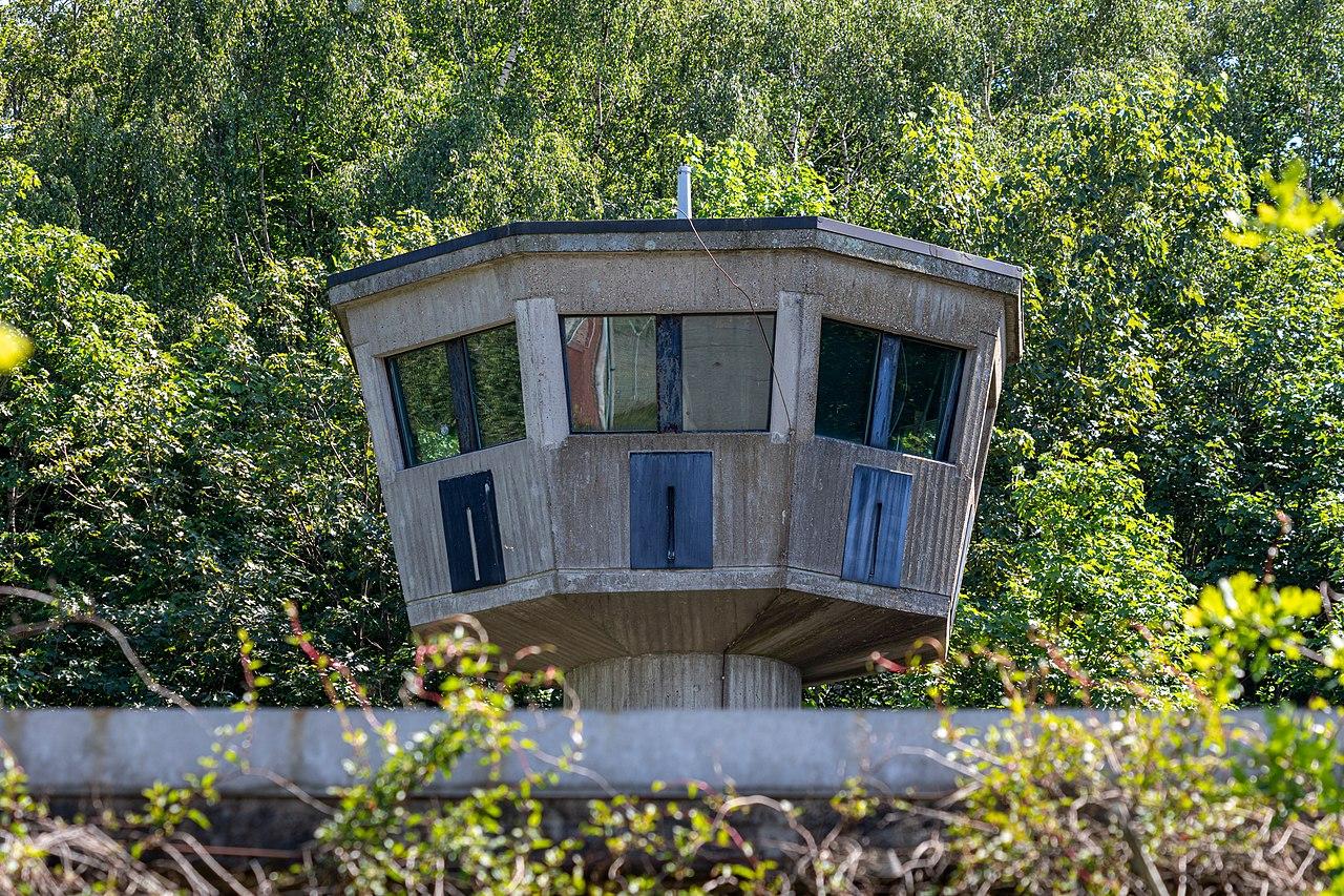 Watch tower of the US area of the special ammunition depot in the Dernekamp hamlet, Kirchspiel, Dülmen, North Rhine-Westphalia, Germany ( Dietmar Rabich, CC-BY-SA 4.0)