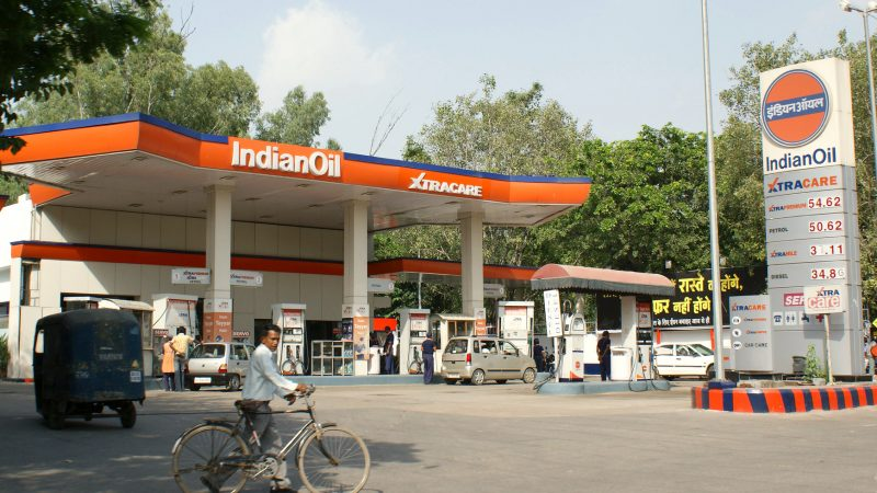 A busy petrol station in New Delhi, India, in 2008. Image via Flickr by IFPRI. CC BY-NC-ND 2.0.