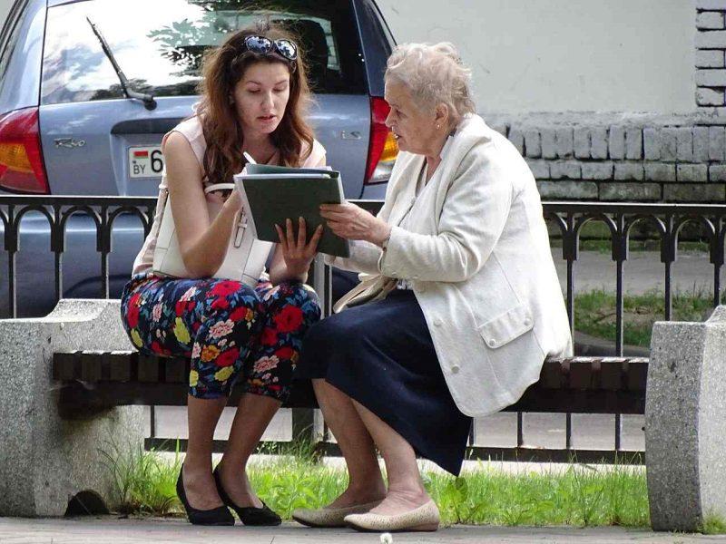 Women chatting on a park bench in Brest, Belarus. Photo by Adam Jones via Wikimedia Commons