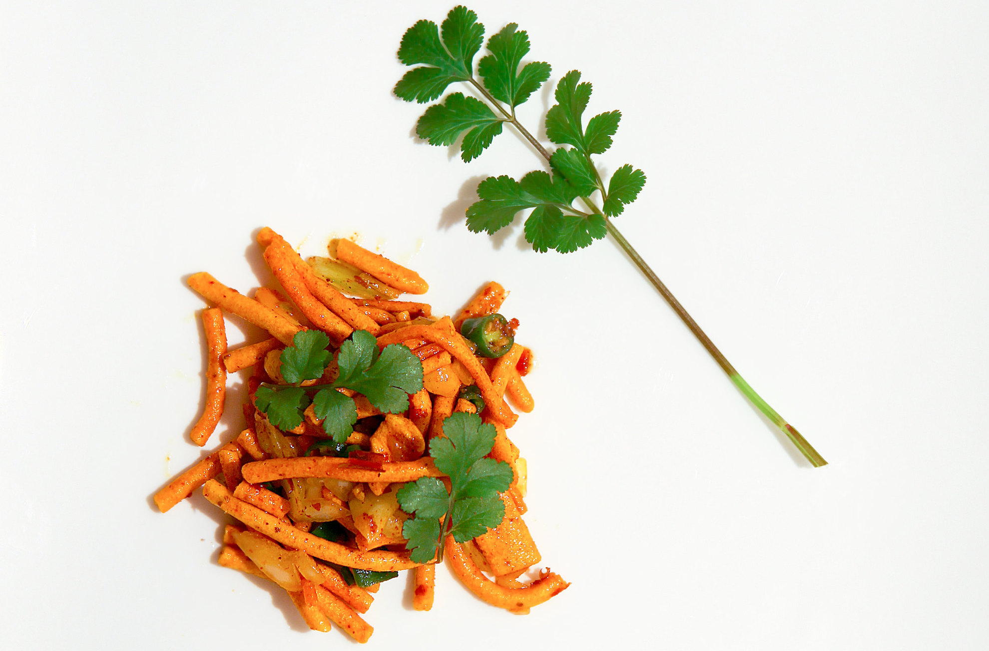 Chanachur or Bombay mix is a popular snack in South Asia. Many FMCG companies market different varieties of this product. Image via Flickr by Aftab Uzzaman. CC BY-NC.