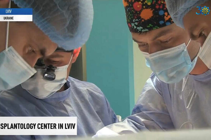 A transplant operation underway at the Lviv Transplant Center. Screenshot from a video on UATV English Facebook page.