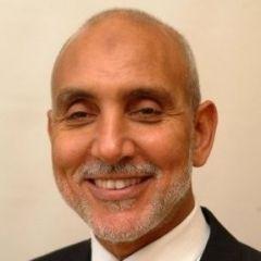Um retrato de Dr. Hany Elbanna